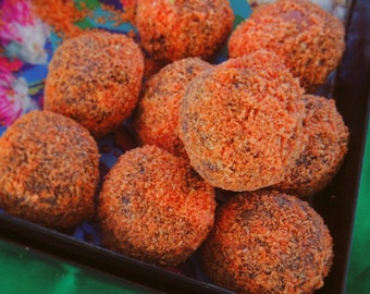 Carrotina: 2 raw vegan energy balls with carrot cake flavour. refined sugar free