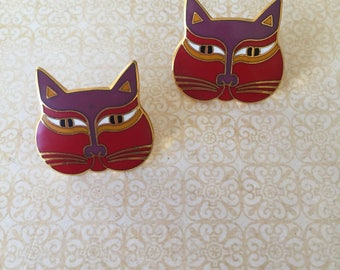 "Vintage Laurel BURCH Signed ""SIAMESE CAT"" Enamel Post Pierced Earrings  Gold trim with red and purple face jewelry retro"
