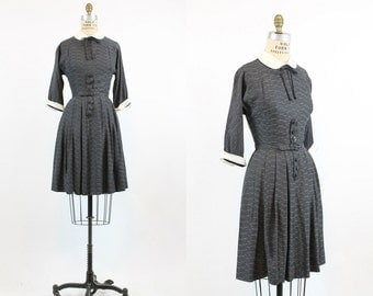 1950s Dress Peter Pan Collar Small  / 50s Vintage Dress / Choux Pastry Dress