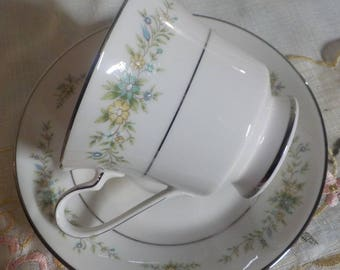 Set of 4 Tea Cups and Saucers - Coffee Cups - NORITAKE - China - Christina - Great Condition - Charming - Shabby Cottage
