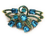 1950s Ice Blue Aqua Foil Backed Rhinestone Rhodium Metal Spray Vintage Brooch