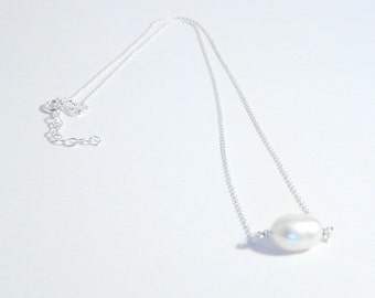 Sterling silver necklace with freshwater pearl
