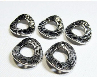 Metal Links - Pewter 15x18mm Wavy, Textured, 2-Sided Ovals (5 links) - spa335