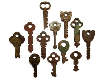 12 keys Key collection Wholesale keys Lots of keys Jewelry keys Craft keys Old odd keys Diy keys Key assortment Real Authentic Weird  #7
