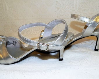 """Fioni """"NIGHT"""" Womans Silver Open Toe, Ankle strap Shoes  size 7 1/2"""