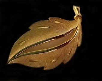Beautiful Textured Brush J.J. Figural Brush Gold Textured Leaf with Beautiful Brooch Vintage J.J. Artifacts Figural brooch jewelry