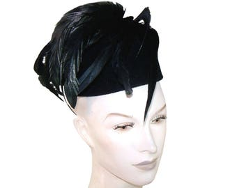 Vintage Jack McConnell NY Designer It's For The Birds Black Cloche Hat with Long Black Feathers