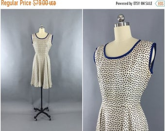 SALE - Vintage 1950s Dress / 50s Day Dress / 1950 Summer Sundress / Ivory Dress / Novelty Print Dress