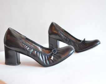 Vintage 1960s HOLT RENFREW leather ballet heels / 6