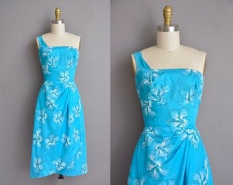 Alfred Shaheen vintage 1950s Hawaiian cotton print dress. vintage 1950s dress.