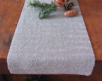 Modern Rustic Mountain Cabin Table Runner Fabric, Country Farmhouse Woodland Home Decor Dining Table Mat, Holiday Green Hand Woven Cotton