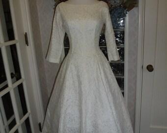 Vintage 50s White Lace Wedding Princess Dress Portrait Neck V Back Gored Full Circle Tea Length Skirt Jr. Theme M Medium