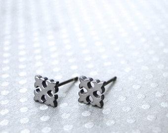 Fleur de Lis Stud Earrings / Black Metal Studs / Jewelry / Stud Earrings / Matte Black Studs / Fleur de Lis / Earrings / Accessories / Black