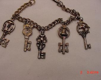 Vintage Skeleton Key Charm Bracelet   16 - 718