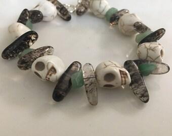 White howlite skull bracelet with smokey quartz and chip beads