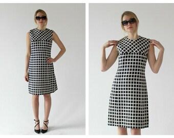 1960s Black & White Mod Checker Dress- 32, Quilted Monochromatic Minimalist Vintage Shift Dress
