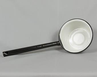 Vintage black/white enamel dipper Pristine condition, Enamel soup ladle - Enamelware water dipper, Long handle dipper, White emamel kitchen