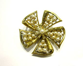 Vintage Gold Pearl Brooch Faux Pearls Pin Gold Rhinestone Vintage Jewelry Gift for Her Gift for Mom Under 15