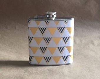 NEW Print Black White and Gold Banner Print 6 ounce Stainless Steel Girly Gift Flask KR2D #BWGB6