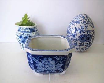 Vintage planter/blue and white planter/Chinoiserie accent