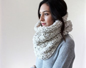 End of season SALE Chunky Knit Lace Cowl. Neckwarmer, Snood, circle scarf Shawl // Le Port - WHEAT