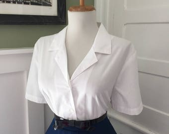 Vintage 1960s White Cotton Short Sleeve Button Down Blouse Top Shirt