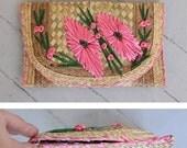 Vintage 50s 60s RESORT Pink & Green Floral Design Raffia Woven STRAW Fold-over Envelope Clutch Bag