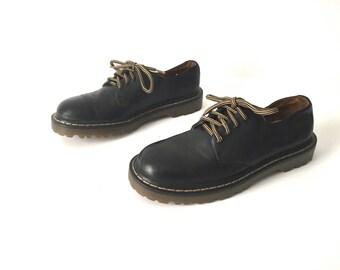 women's size 9M DOC MARTENS black 90s GRUNGE nirvana combat style rugged boots