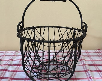 Primitive Egg Basket Wire Farm Unique Rustic Footed Small Shabby Footed Carrier Organizer Vintage