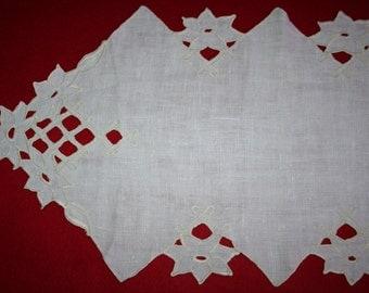 Vintage Linen Runner- Cutwork
