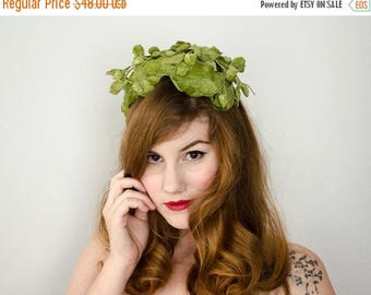 25% OFF SALE / 1950s vintage hat / green velvet berry fascinator