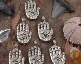 Om Hand Mudra White Brass Pendant : 1 Himalayan Hand Gesture, Zen, Yoga Jewelry, Meditation, Spiritual Jewelry Making Supplies, 1 Pc