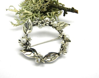 sterling silver brooch floral wreath leaf  flowers, handmade pearl brooch white pearls  botanical pin gift for her 925 silver pin