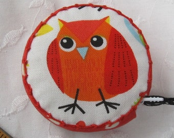 Retractable tape measure, covered with whimsical bird fabric