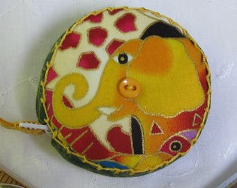 Mythical Jungle by Laurel Burch for Clothworks, Retractable tape measure