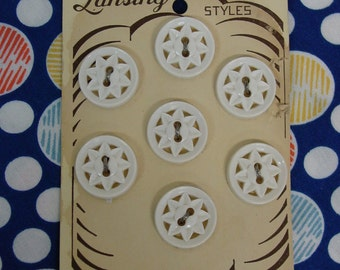 """Vintage Buttons on Lansing Card, 7 White Plastic Cut Out Star Flower 7/16"""" Cute"""