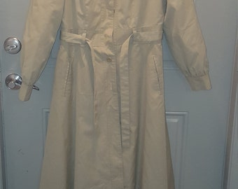 Vintage  belted khaki fit and flare  trench  coat  11/12