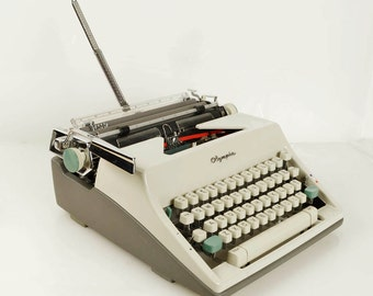 Olympia SM8 Deluxe Portable Typewriter, Superb Working Condition in Case, West Germany, Two-Tone White and Gray, VERY CLEAN, New Ribbon