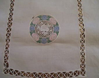 """Vintage Table Runner Dresser Scarf Pink Blue Needlepoint Circles Crochet Borders 15"""" x 40""""  Shabby Chic Country Cottage"""