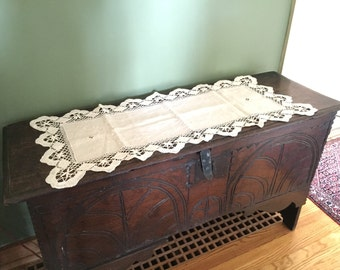 Crochet Table Runner - Bobbin Lace - Vintage Lace Doily - Crochet Doilies - Dresser Scarf - Crochet Runner - Dresser Scarf