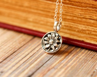 Framed Daisy Necklace in Sterling Silver