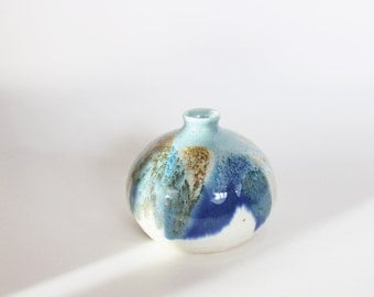 blue vintage pottery vase, vintage pottery, beach decor, blue and white, boho, bohemian, beach, modern, ceramic