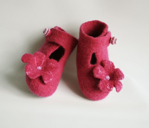 Eco friendly Organic felted baby toddler girl shoes - Crimson girl shoes - Raspberry-red girls slippers - Size 6 - 7 Ready to ship