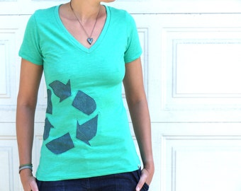"""SALE: Green / teal """"I recycle"""" organic cotton v-neck t-shirt with recycled fabric applique motif"""