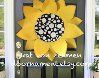 Mom, Mothers Day Gift, Gift for Mom, Summer Door Hanger Wreath, Spring Door Hanger, Screen Door Hanger, Large Yellow SunFlower Door Hanger
