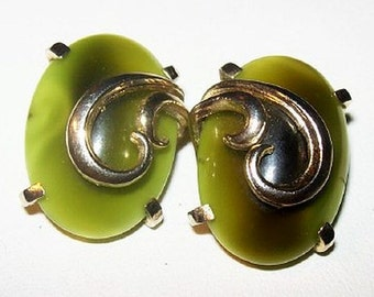 """Whiting Davis Clip On Earrings Signed Olive Green Thermoset Gold Metal 1 1/8"""" Vintage"""