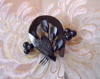 Beautiful Early Victorian Jet Mourning Brooch With Horseshoe Design