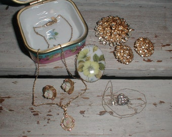 Pretty Porcelain Trinket Box With Jewelry *Rose Necklace & Earrings*Avon Sterling Heart Necklace* ++