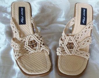 Mom's Closet: Vintage Bee Fly Tan Crochet Macramé Brown Beads Wooden High Heels Sandals 10