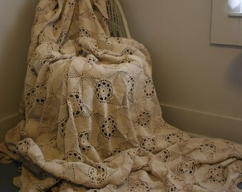 Stunning Victorian Chic Country Rustic VINTAGE 1930's Handmade Crochet Bedspread Coverlet Full Size